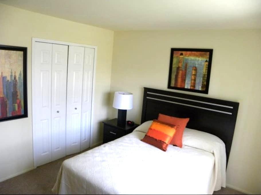 Luxury Apartment Walking Distance from MI Stadium2 - Ann Arbor - Apartamento