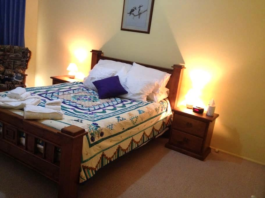 Blue Room with ensuite (2 adults) - Callala Beach