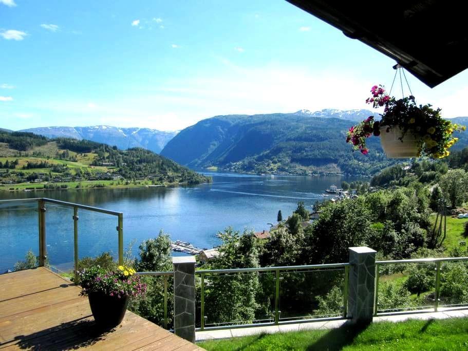 A rare spot with fjord view supreme II - Ulvik - Casa