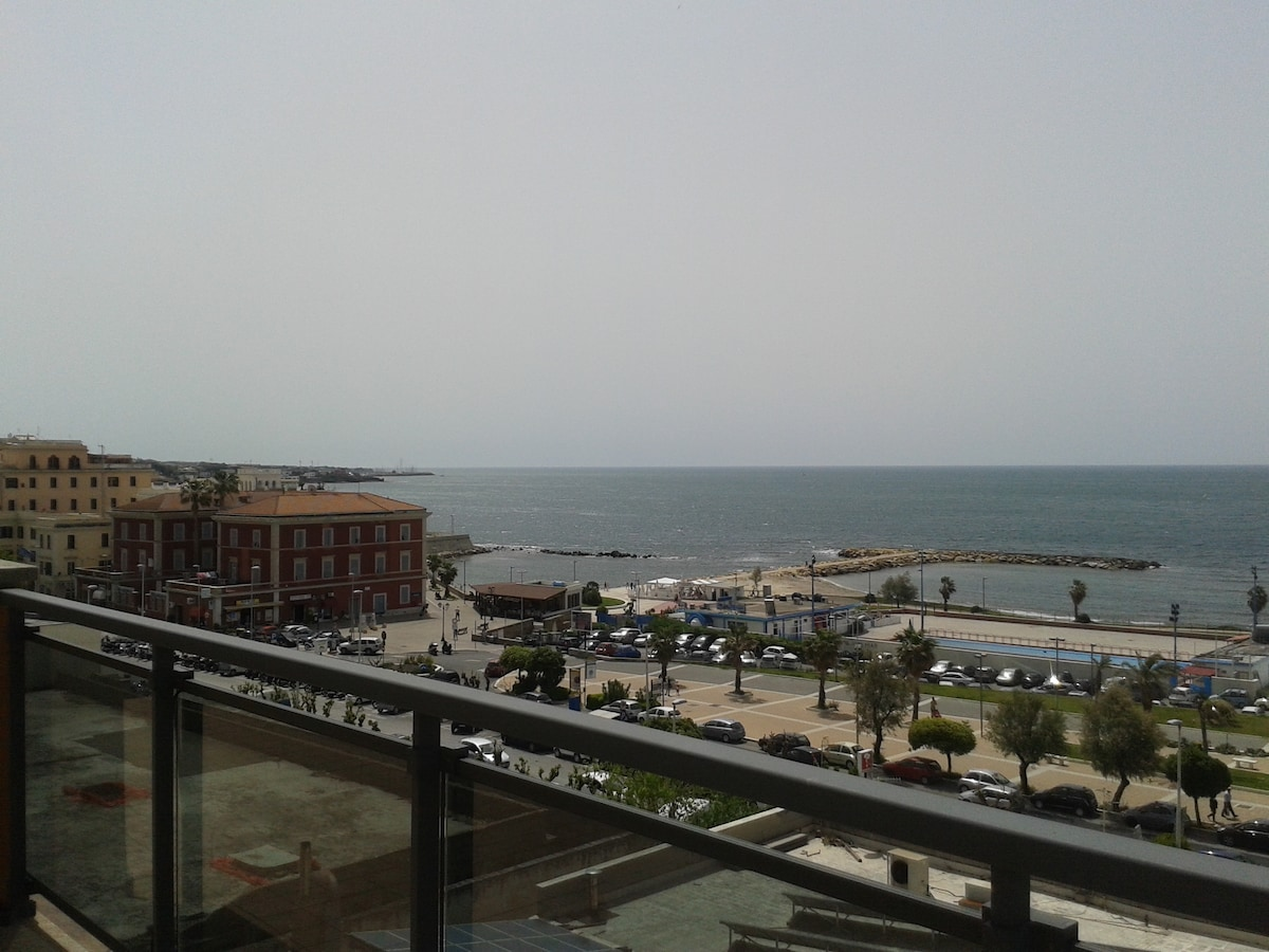 Civitavecchia la citta sul mare