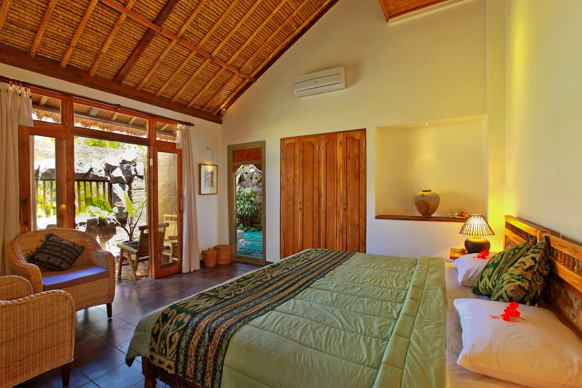 Each spacious room is private and so clean cool and luxurious
