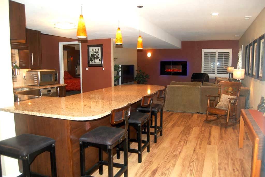 Upscale remodeledbasement apartment - Boulder - Leilighet