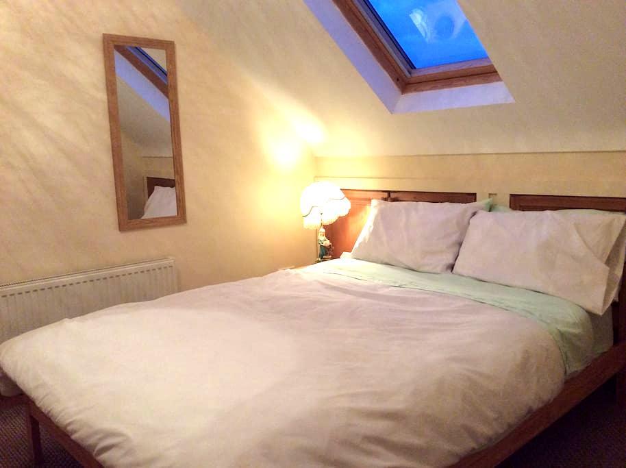 Private room (double bed) en suite  - Doolin - Casa