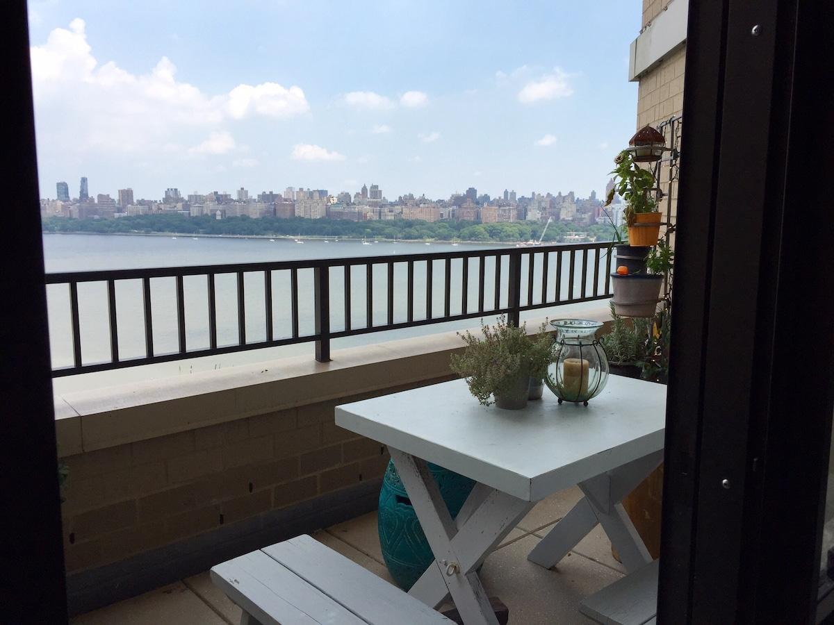 Sunny w NYC View & Resort Amenities