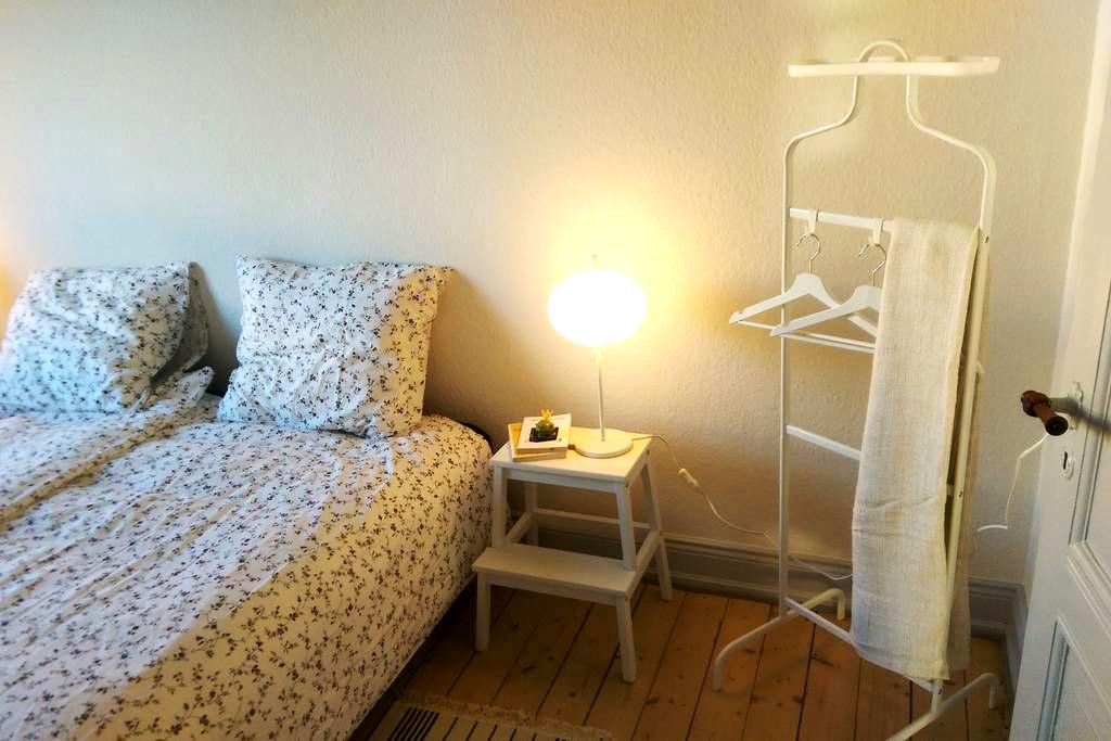 Central, comfortable room in spacious apartment - Aalborg - Pis