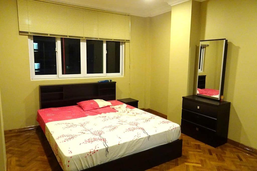 Big Comfy room in an Burmese neighbourhood. - Rangun - Wohnung