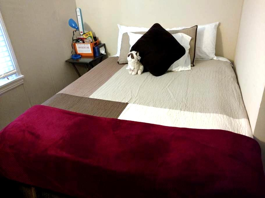 Comfy bed, good sleep, gigabit WiFi - Charlotte