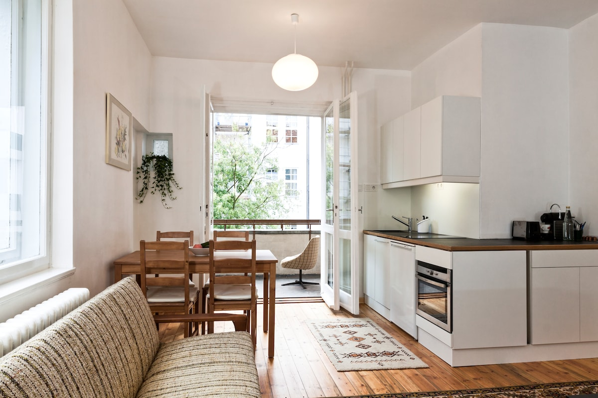 The dining corner is spacious enough for 4 people and has direct access to the balcony.