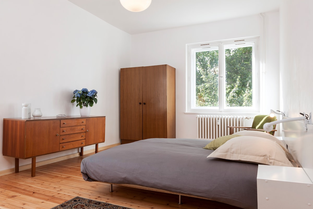 The wooden floor in the whole apartment gives a warm and comfortable atmosphere.
