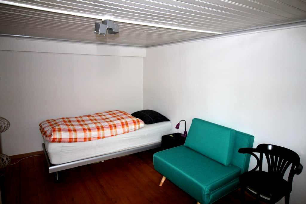 Zimmer im 1.Stock ruhig und doch zentral - Winterthur - Haus