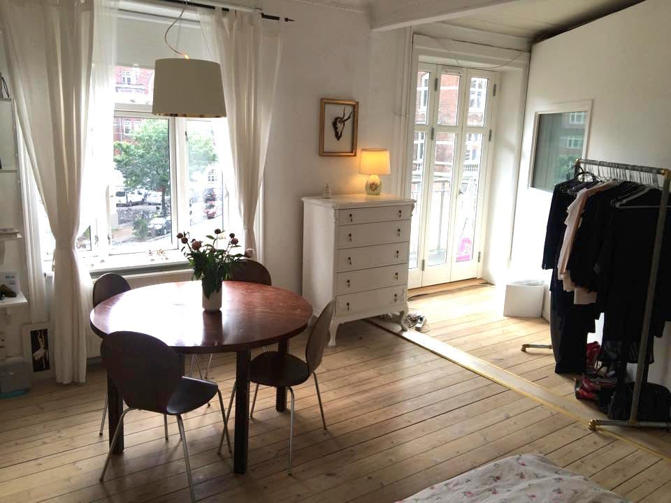 Lovely apt. near the center of CPH
