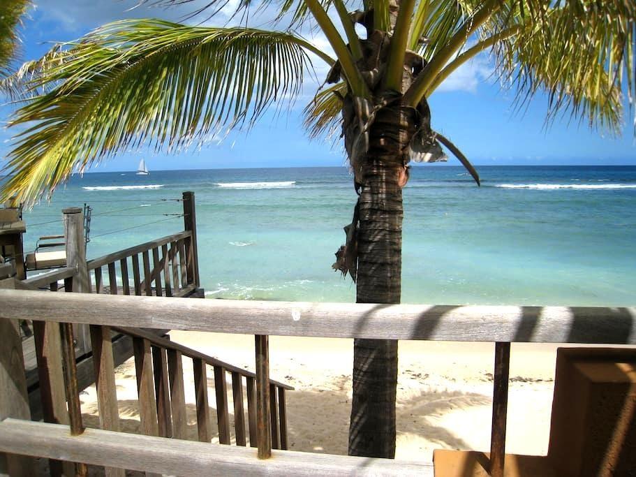 Lakaz'plage, à 20m de la mer - Tamarin