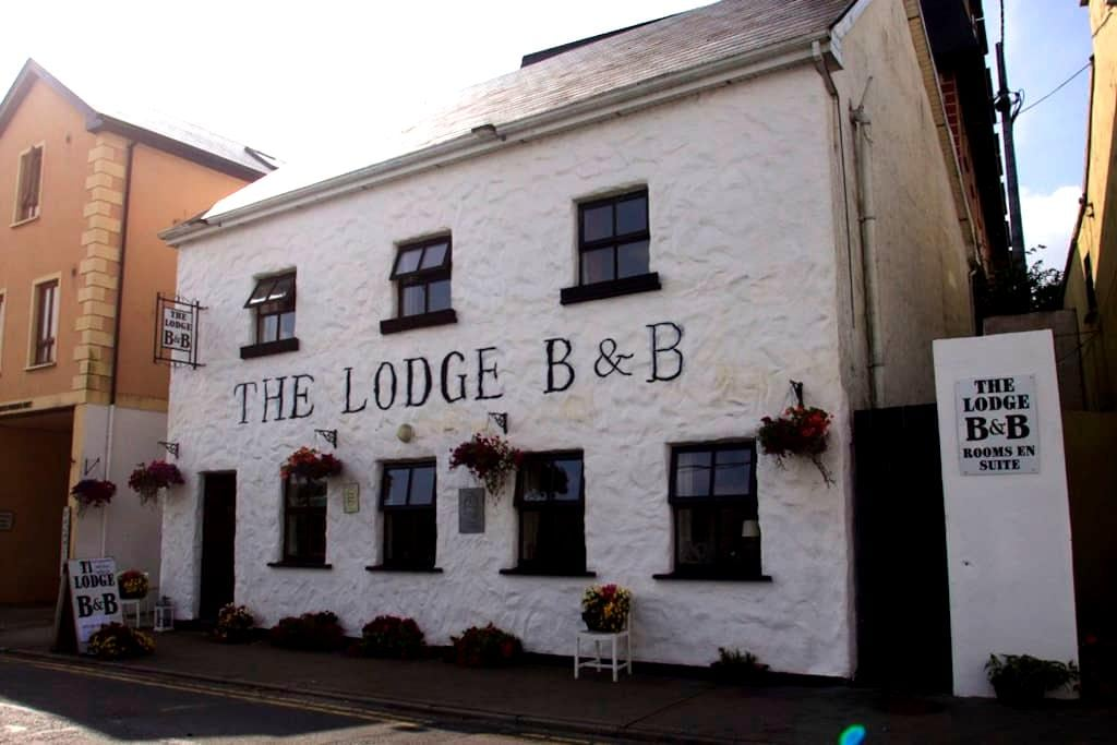The Lodge B&B Clifden - Clifden - Aamiaismajoitus