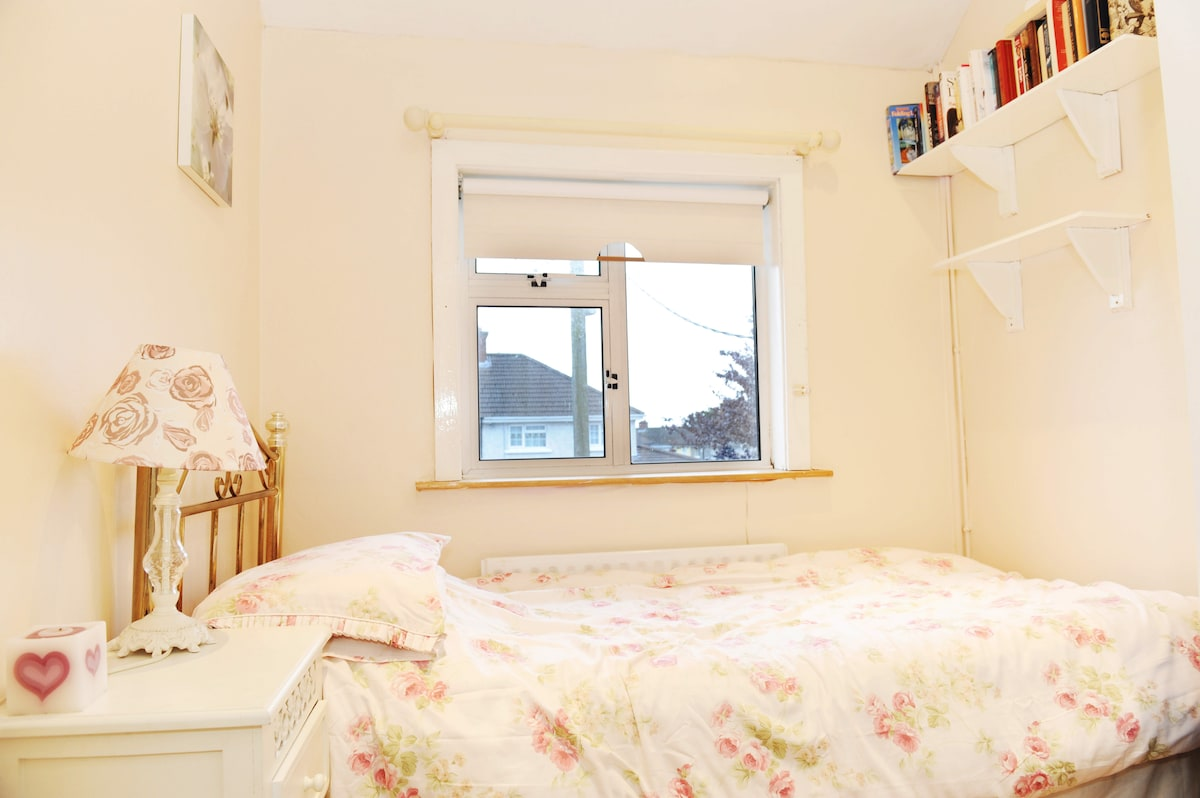 small & cosy room for short stays