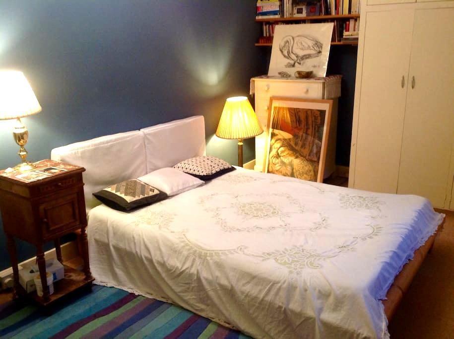 Private double bedroom, garden view - Totnes - House