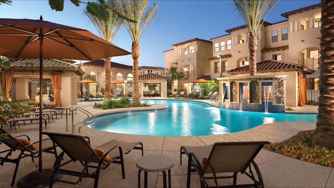 1b1b, 24hr Resort style pool+gym
