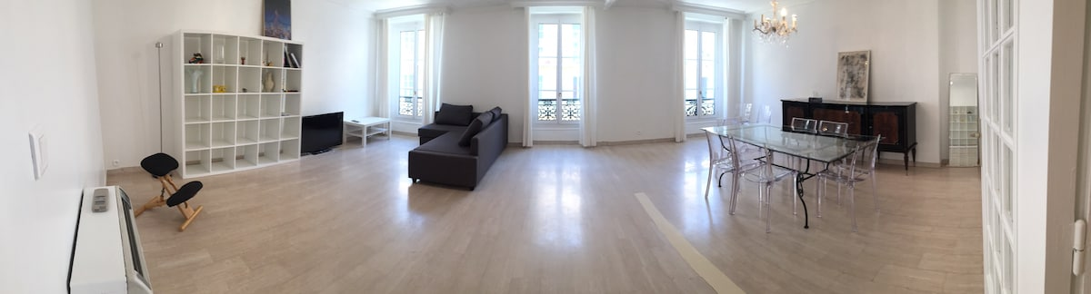BIG WHITE APT, 150 sqm in the heart