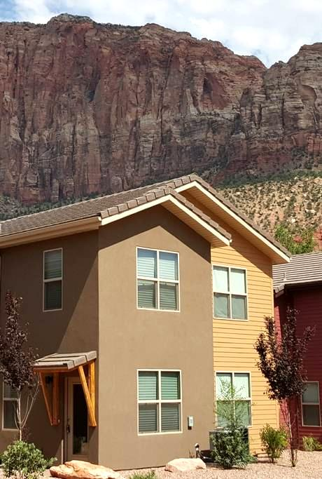 Townhome 1 in Springdale, at Zion National Park - スプリングデール - 一軒家