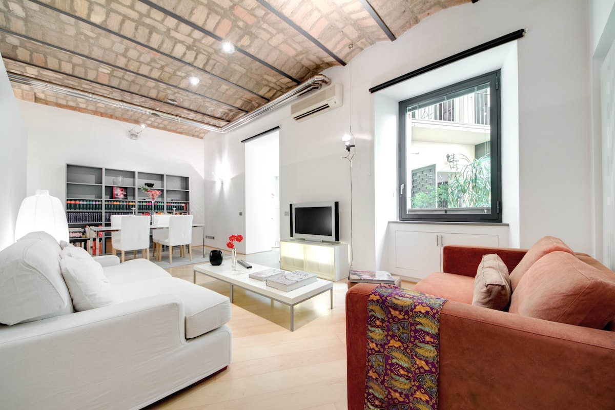 Welcome to HIP TRASTEVERE and enjoy the  experience modern comforts, as well as an ancient Roman neighbourhood..