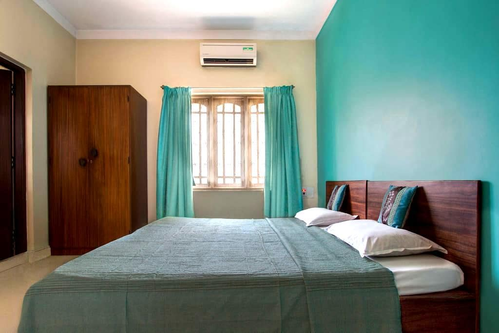 Cozy Turquoise room in Indiranagar - Bangalore - Bed & Breakfast