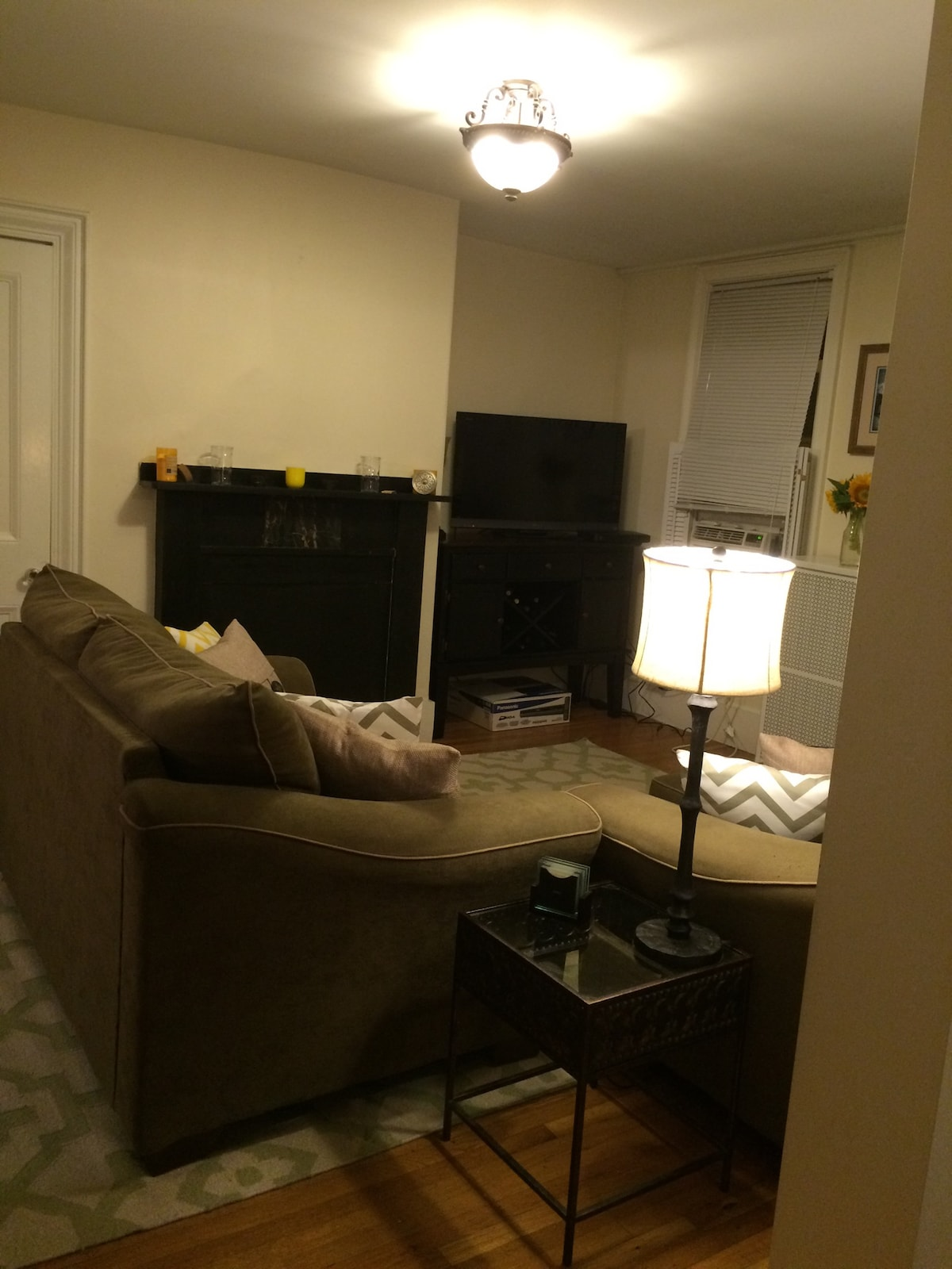 1 Bed Steps to Bunker Hill