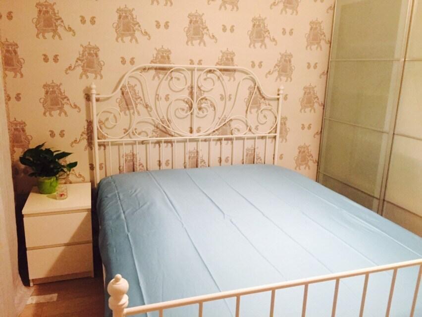Michelle's warm homey flat