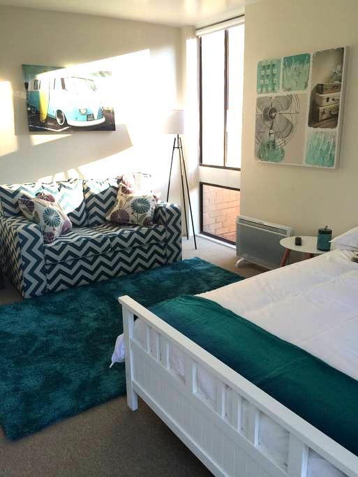Sunny studio apartment Canberra - Lyons - Apartment