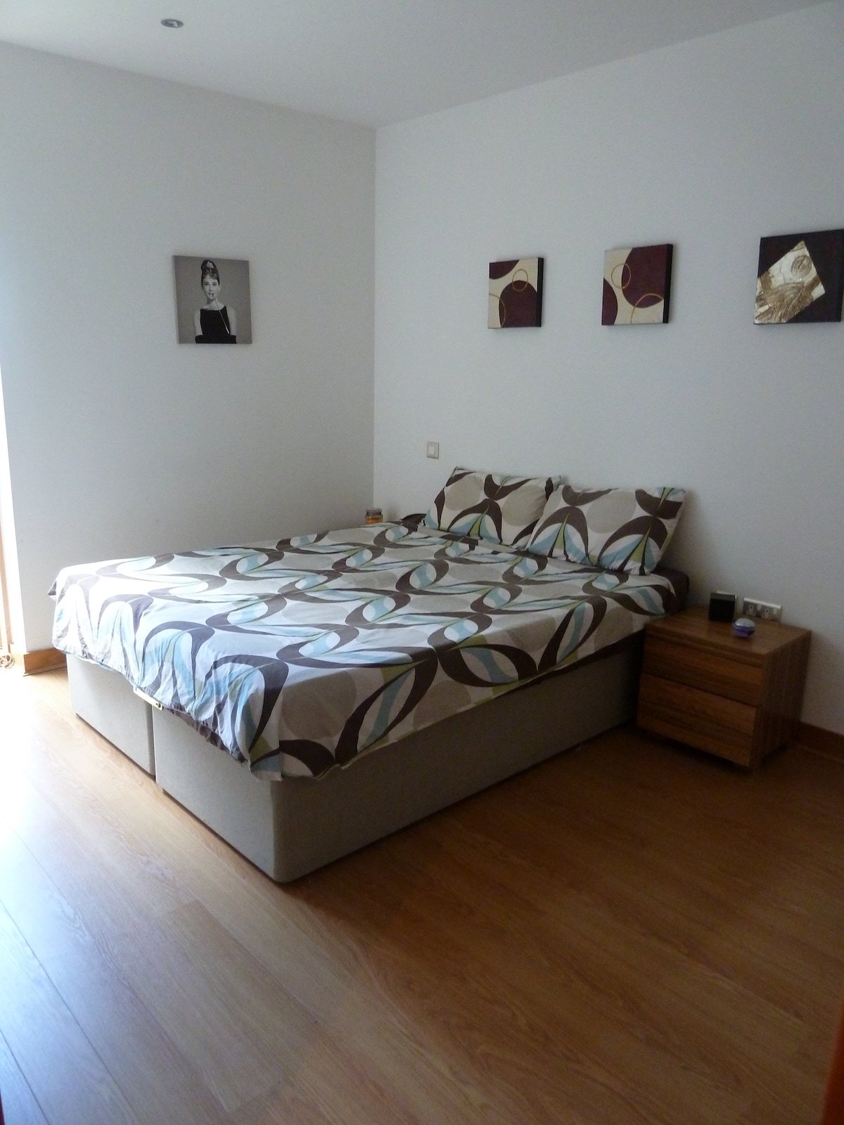 A spacious bedroom in city centre