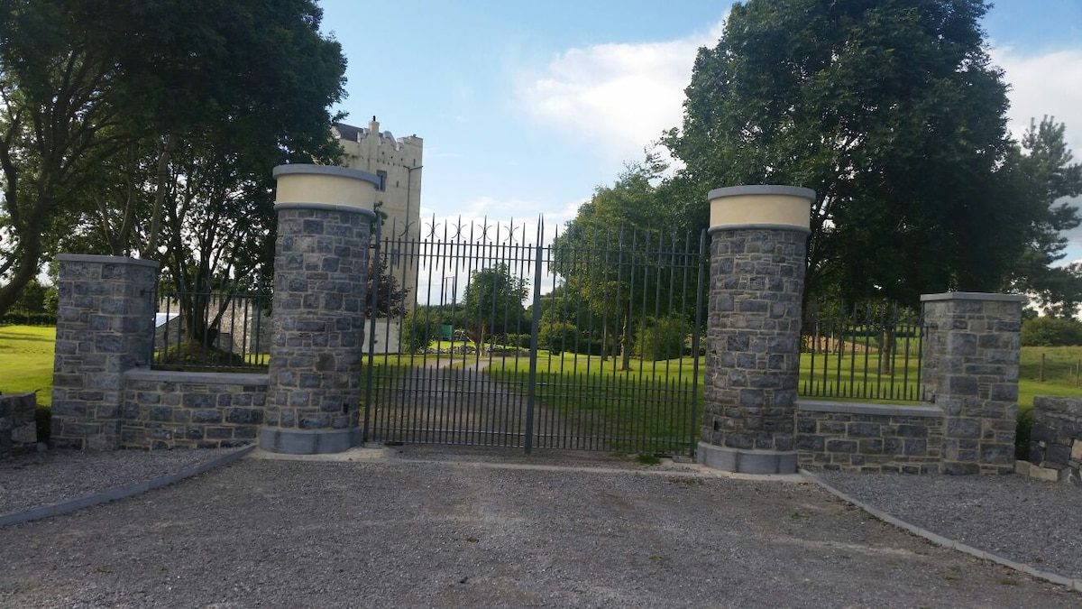 The entrance gates to Hackett Castle.