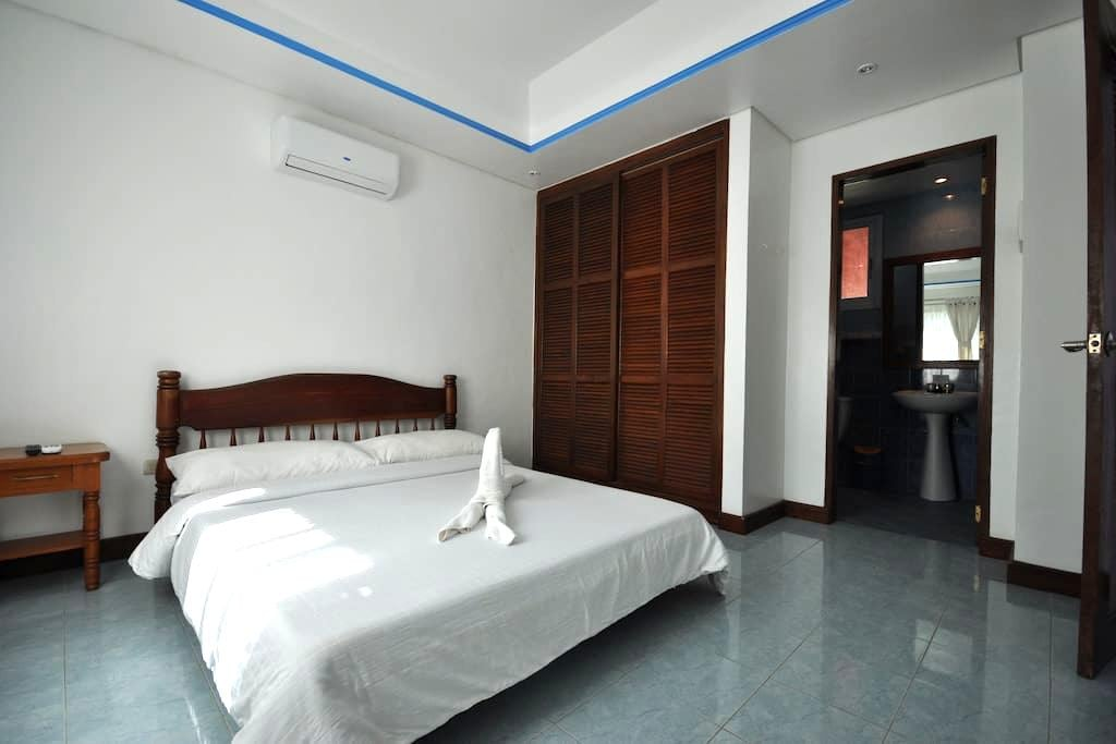 Cozy Flat, Beachfront, Station 2 - Malay - Haus