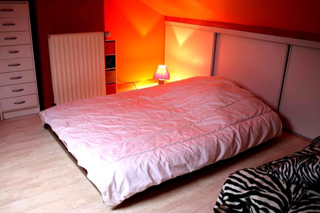 Chambre au calme et WC privé - Orvault - House