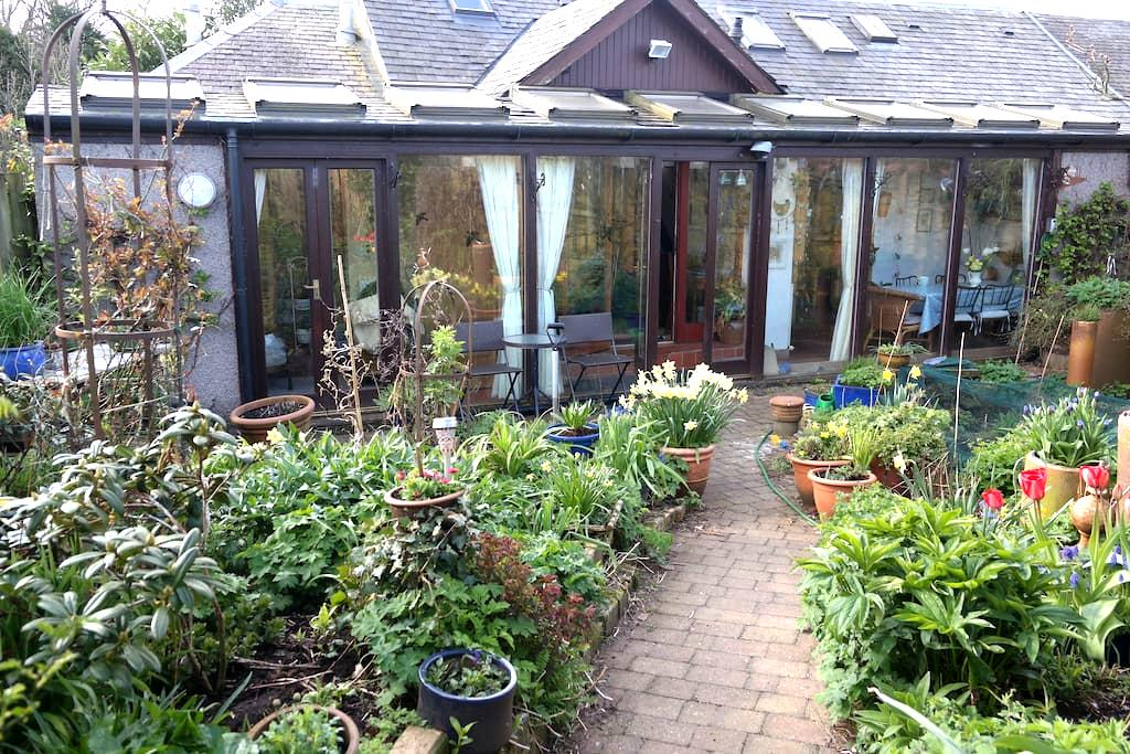 Self contained double room - mini self catering. - Stewarton - 一軒家