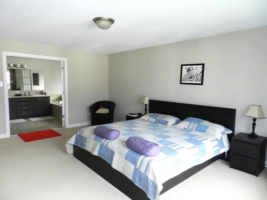 Spaces master room with ensuite - Ottawa - Casa