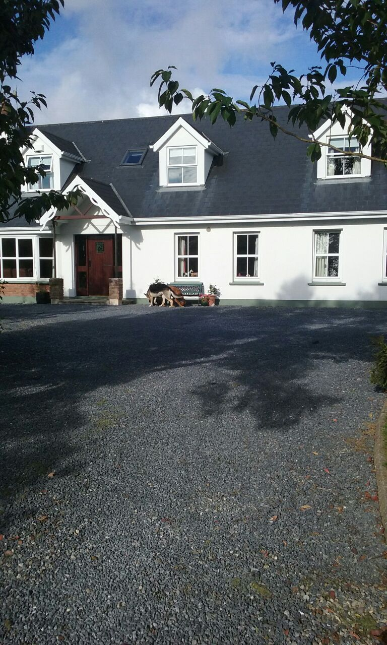 Cosy double room in country bunglow