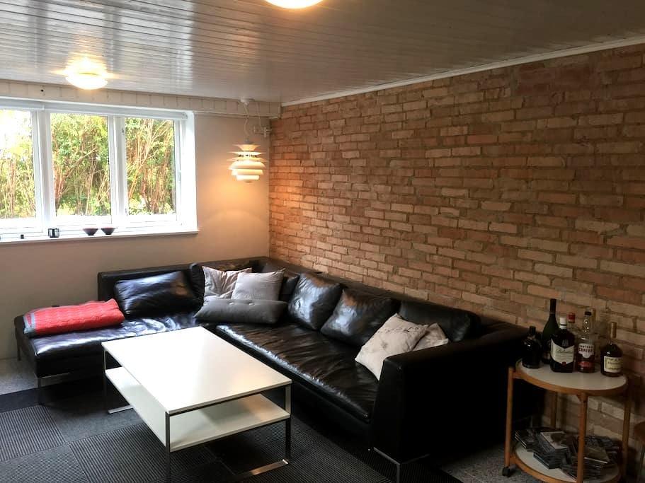 Dejlig 2 store værelser i Hasseris tæt på alt - Aalborg - Villa