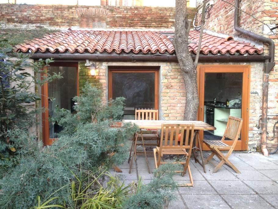 Charming studio + private garden! - Venice - Leilighet