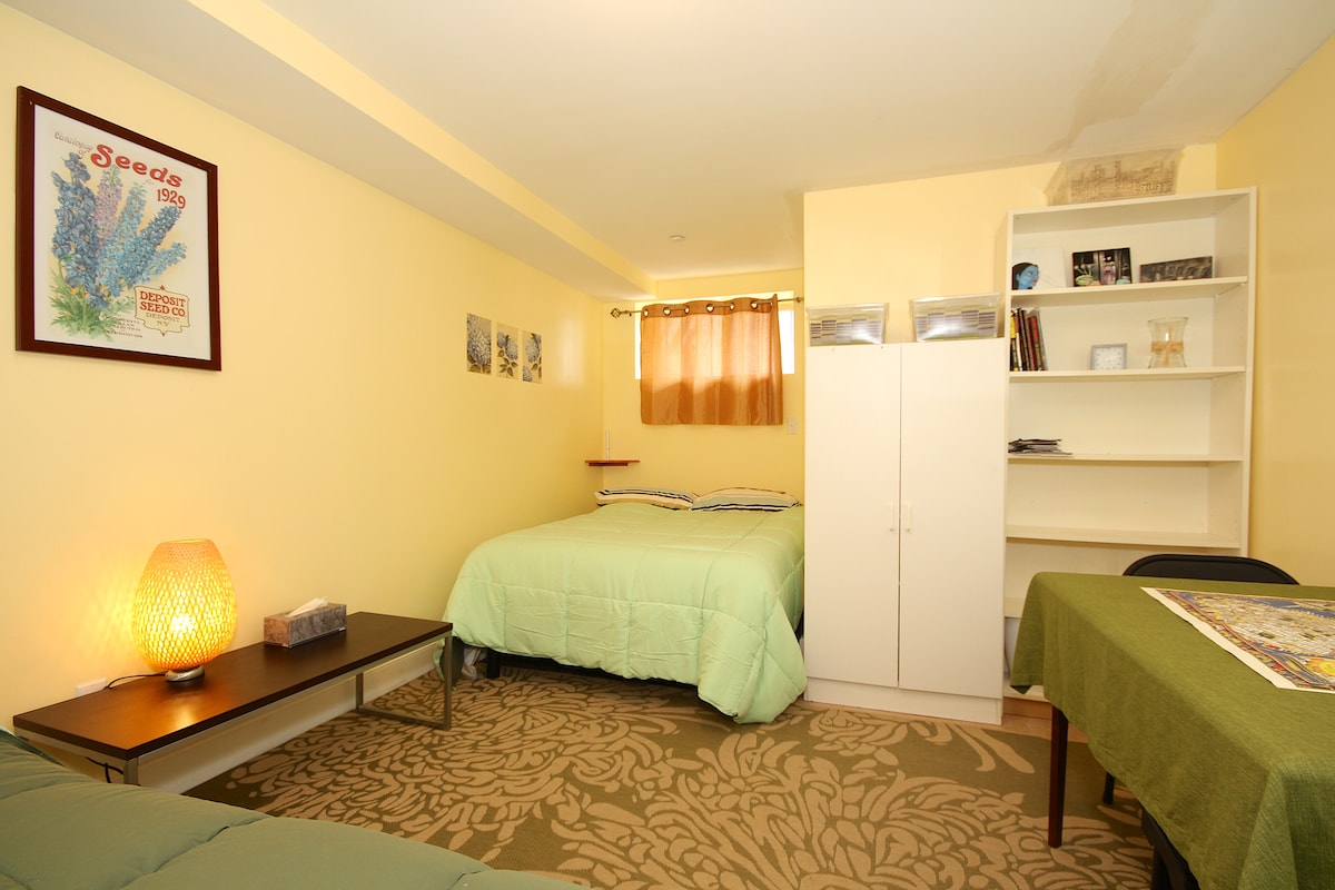Guestroom w/ 2 beds 20 mins to NYC