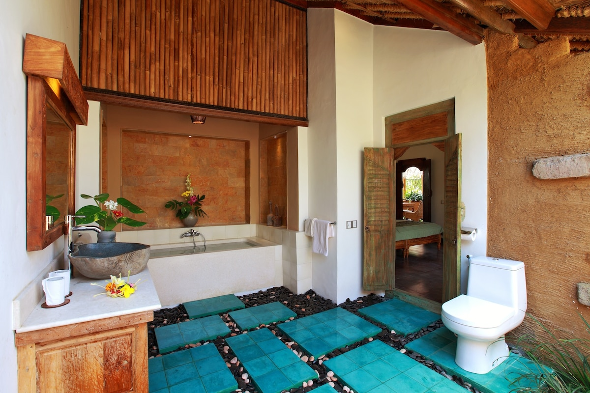 Bathrooms are well appointed and indoor/outdoor for that tropical feel
