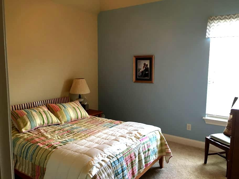 2nd Floor Oasis near DFW airport - Lewisville - House