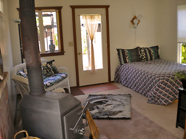 charming studio cottage & wood stove