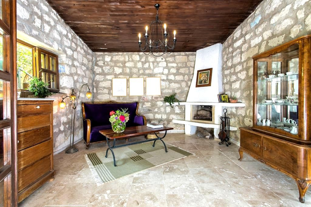 Beautiful stonehouse open fire & garden - Alaçatı
