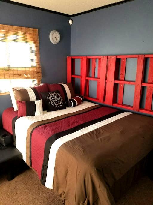 Dwntwn/UTEP blue room. - El Paso - Ev