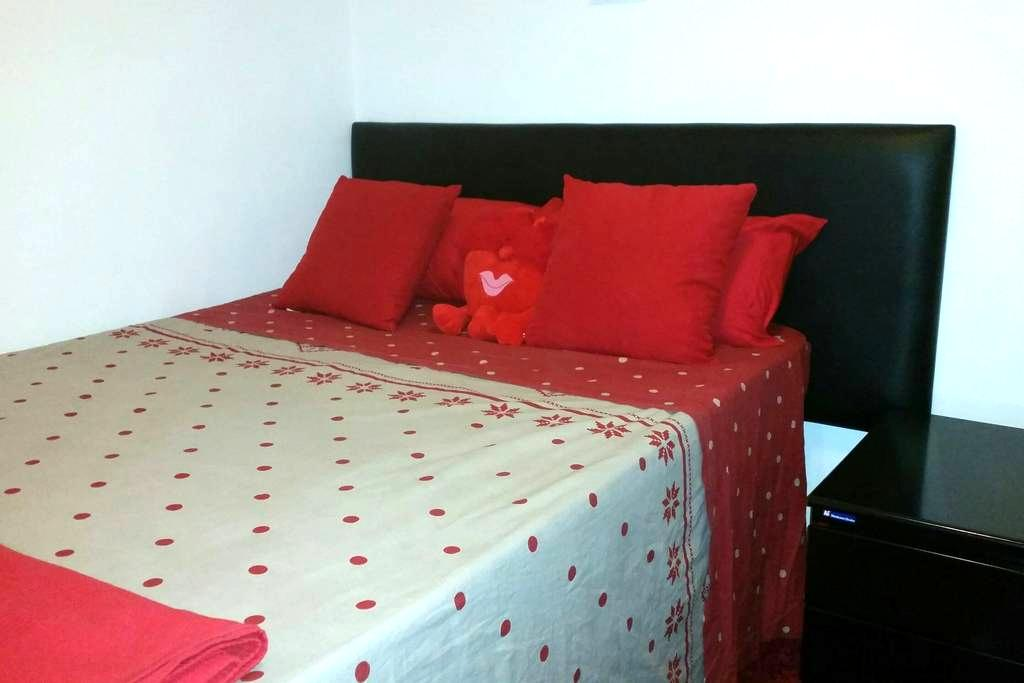 Near airport-Small 6m2 Bed room with full(double) - Madrid - Leilighet