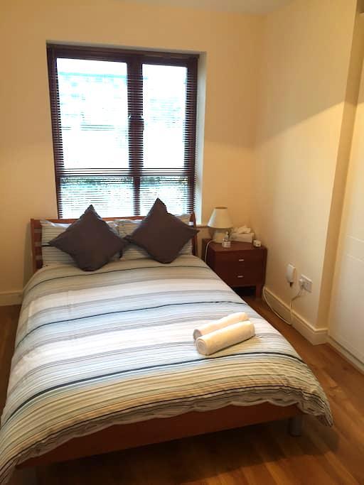 Ensuite room beside Airport - Santry - Appartamento