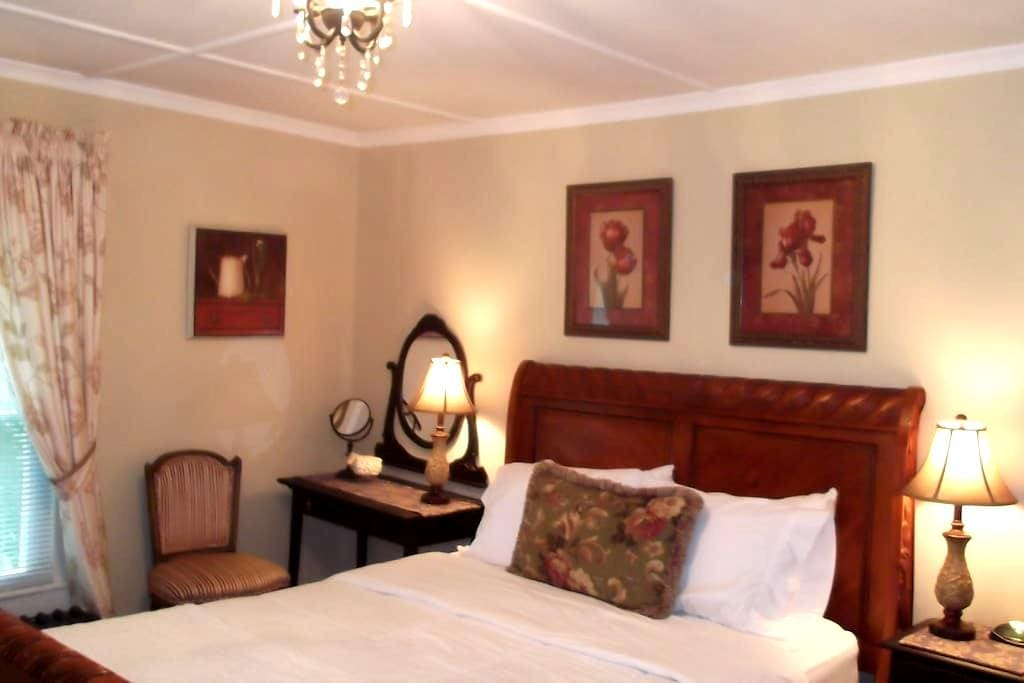 Beautiful Q-Bed w/ensuite - Hudson  - Bed & Breakfast