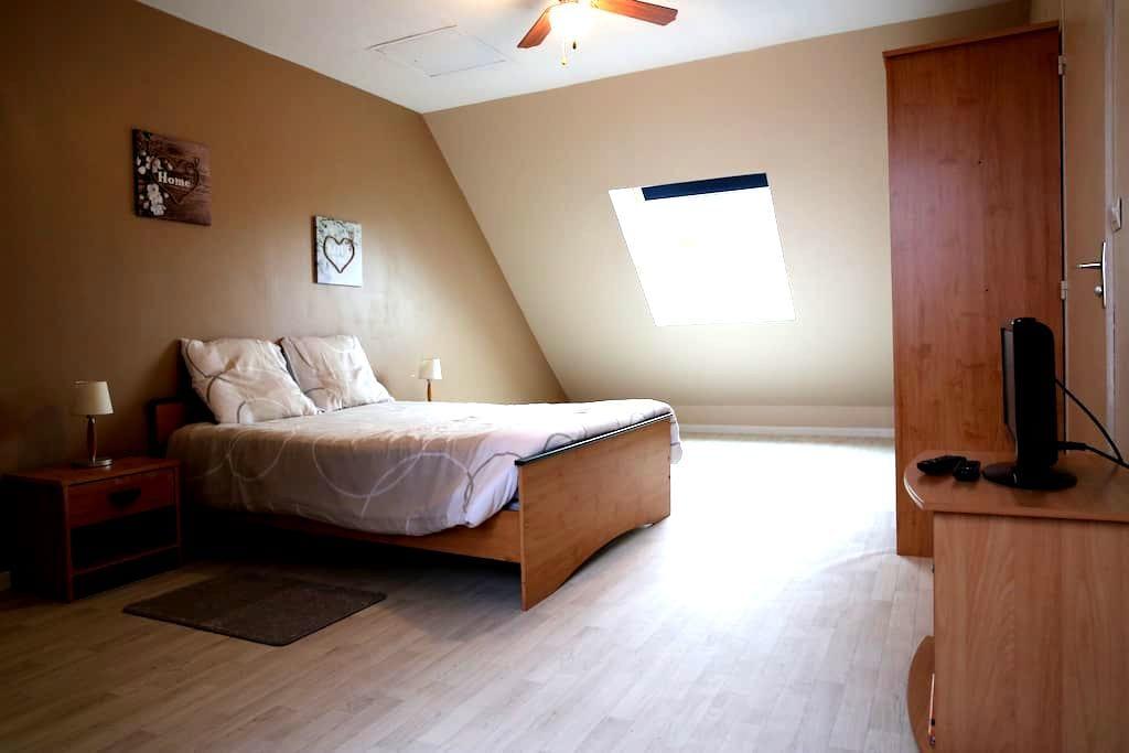 *Chambres de 1 à 6 voyageurs proche de Tours* - Chanceaux-sur-Choisille - Rumah