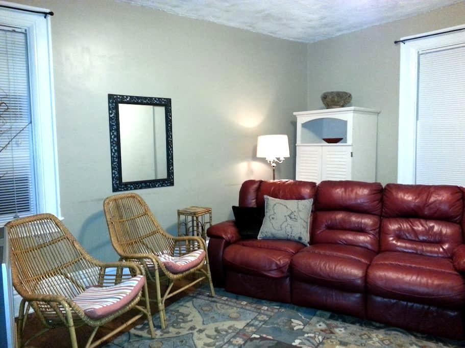 Large 2nd floor Apartment - Sewickley - Byt