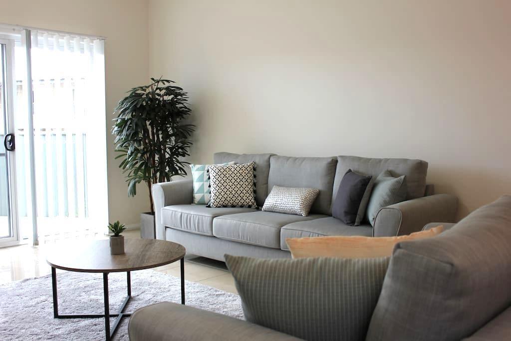 'The Patio' - Modern & Comfortable - Tamworth - Casa