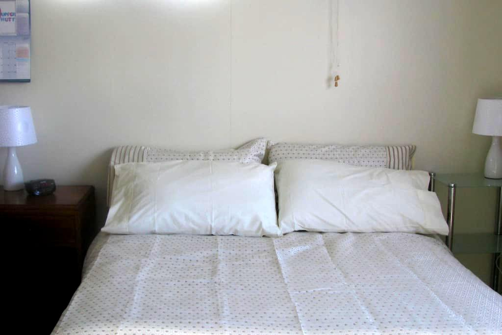 FleurdeLisHomestay/Cosy 1BD,Parking - Upper Hutt - Bed & Breakfast
