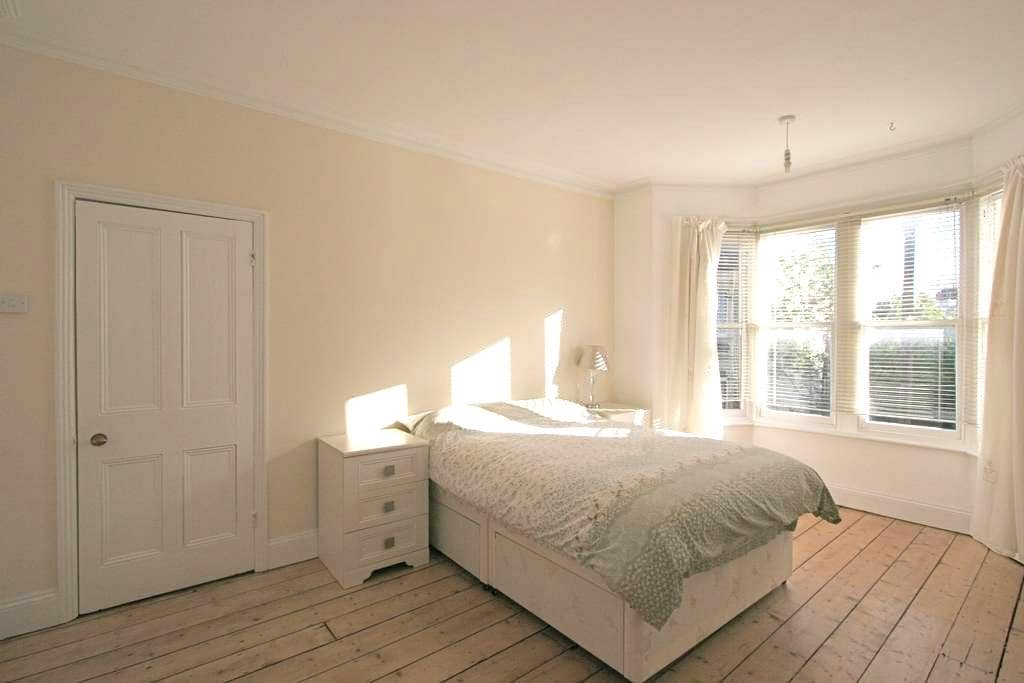 Large double room in Montpelier - Bristol - Hus